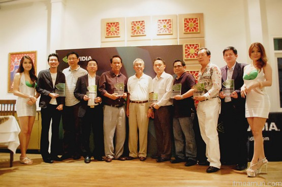 Mr. Francis Yu  Vice President, NVIDIA Asia-Pacific ( ที่ 6 จากซ้าย) ประธานในพิธีมอบรางวัล