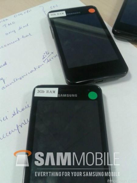 ซัมซุง สมาร์ทโฟนที่จะใช้ RAM 3GB