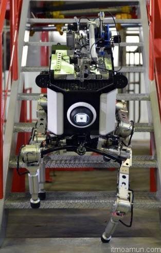 Toshiba หุ่นยนต์ 4 ขา