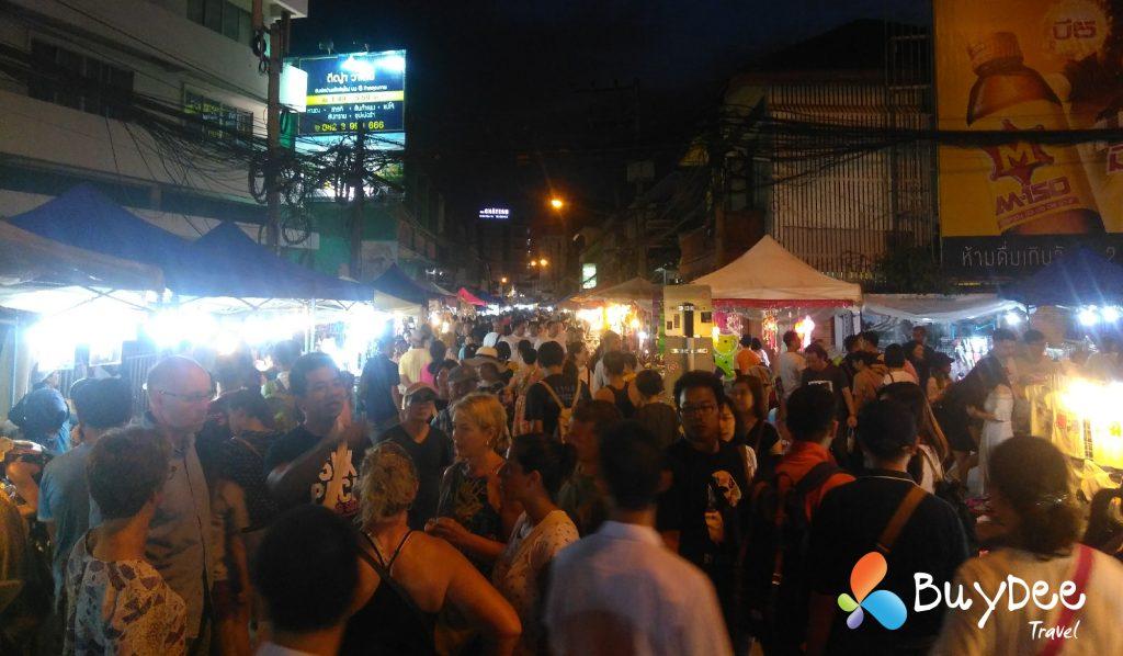 ถนนคนเดินวัวลาย (Wua Lai Walking Street) ถนนคนเดินวันเสาร์ เชียงใหม่